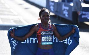 Brigid Kosgei a battu le record du marathon à Chicago.