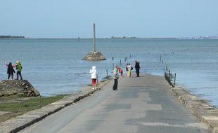 Le passage du Gois est submergé par la mer à marée haute.