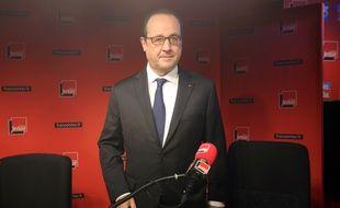 Paris, le 05 janvier 2014. François Hollande se prépare avant son interview sur les ondes de la radio France Inter.