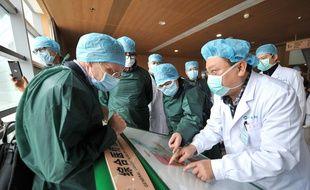 Des experts de l'OMS à Wuhan en Chine le 24 février 2020.