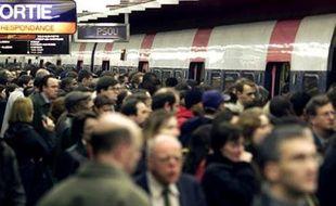 Grève des transports parisiens dans le RER B. Illustration.