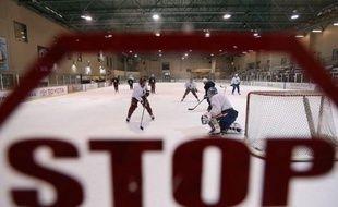 Les représentants des joueurs ont rencontré dimanche pendant deux heures et demie les dirigeants de la Ligue nord-américaine de hockey sur glace (LNH) pour discuter de la nouvelle offre de convention collective formulée par les propriétaires des franchises.