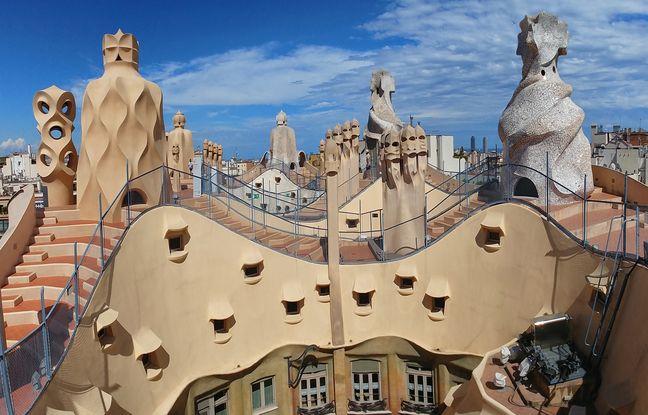 Sur le toit de la Pedrera, les cheminées semblent avoir été sculptées par les éléments.