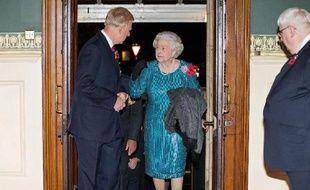 La reine d'Angleterre Elizabeth II arrive au Royal Albert Hall de Londres le 8 novembre 2014