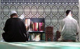 Après l'attaque de Saint-Quentin-Fallavier. LE 26 JUIN 2015 (Isere), les musulmans ont observé un moment de silence et de prière à la mosquée de Villefontaine afin de rendre hommage à la victime. KONRAD K./SIPA