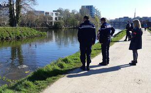 Des plongeurs ont sondé la Vilaine à Rennes lundi pour tenter de retrouver Céline Vervaele.