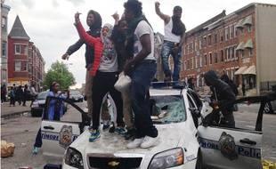 Des émeutiers à Baltimore aux Etats-Unis, le 27 avril 2015.