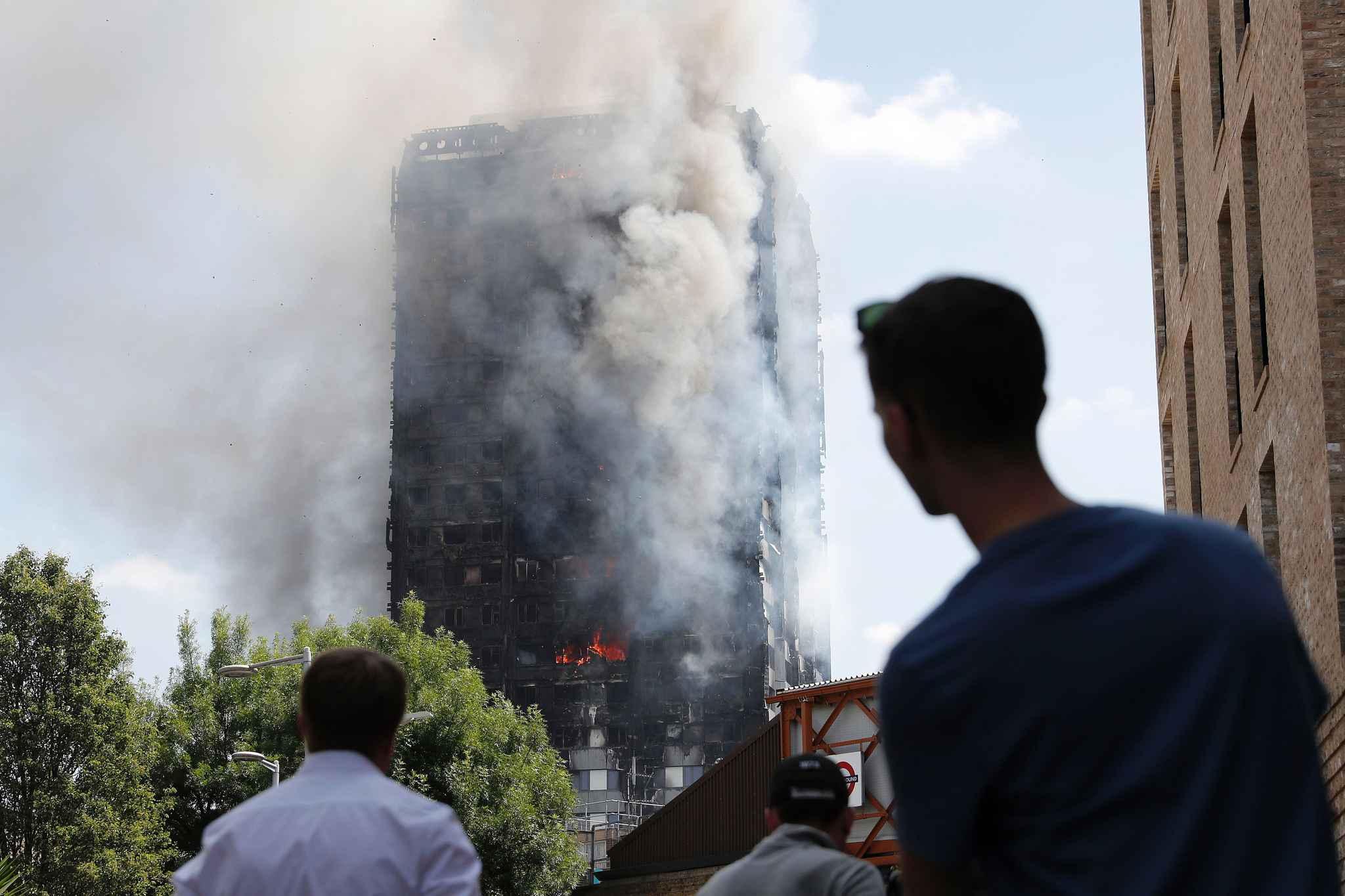 Au moins 30 morts, colère des survivants — Incendie à Londres