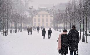 Ce week-end, la neige s'invitera presque partout en France, comme ici à Strasbourg, et dès ce mardi, la chute des températures devrait s'accentuer, avec des pointes à -15 degrés notamment dans l'Est.