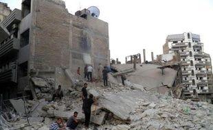 Sur le terrain, l'armée concentrait ses opérations sur Homs (centre), dont la vieille ville est assiégée depuis plus de six mois par les troupes et en proie de ce fait à une grave crise humanitaire