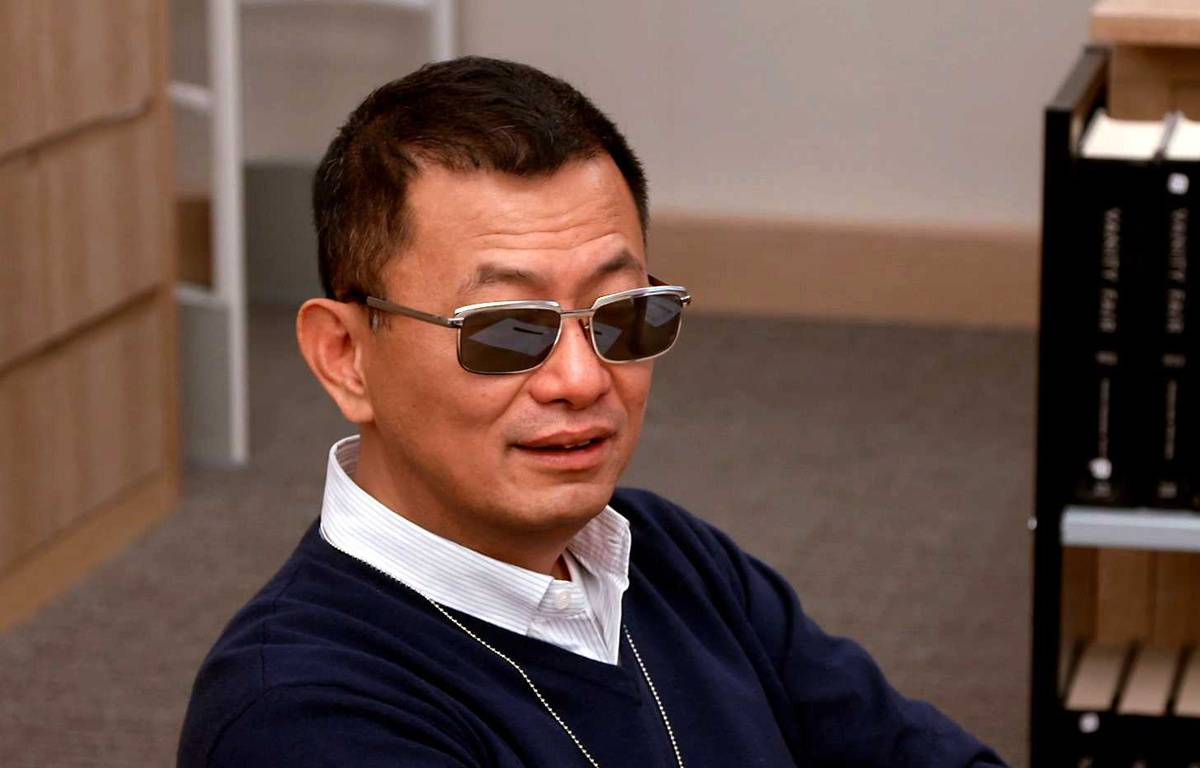 "Wong Kar-wai, ici dans le documentaire ""The First monday in may"", sorti l'an passé. – Lilo / Sipa"