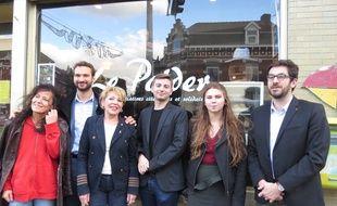 Les candidats soutenus par LFI et le député du Nord Ugo Bernalicis (2e en partant de la gauche) aux municipales de Lille et d'Hellemmes. De gauche à droite, Anne Conti, Gisèle Hubert, Lucas Fournier, Elodie Cloez et Julien Poix.