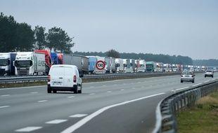 Des routiers menaient samedi 7 décembre 2019 des actions de blocage sur plusieurs grands axes à travers la France pour protester contre la hausse de leurs taxes sur le gazole.