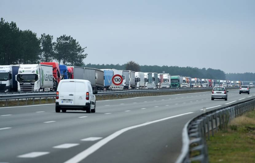 Grève du 7 décembre : Opérations escargot, barrages filtrants... Les routiers protestent contre la hausse du gazole