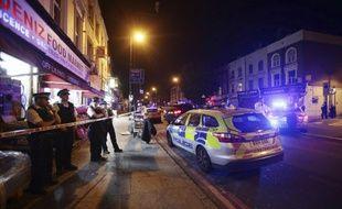 La police sur les lieux de l'attaque  à proximité de la mosquée de Finsbury Park à Londres en juin 2017