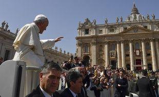 Le Pape, place Saint-Pierre au Vatican le 8 avril 2018.