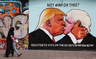 Donald Trump et Boris Johnson sur une fresque à Bristol pendant la campagne du réferendum sur le Brexit, le 24 mai 2016.