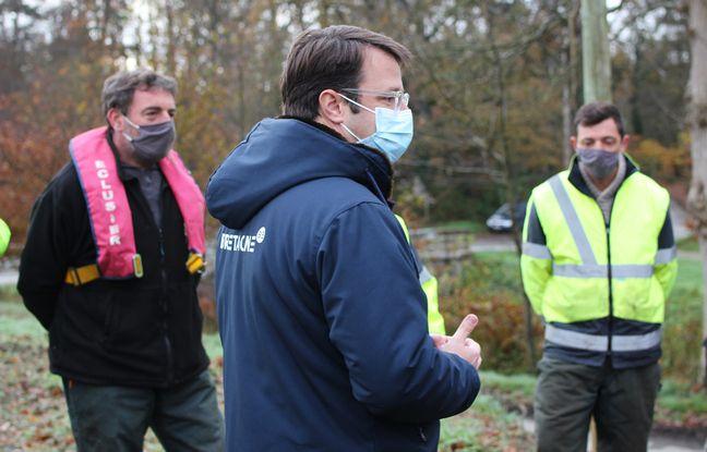 Le président de la région Bretagne Loïg Chesnais-Girard a rencontré les agents travaillant à l'entretien des canaux.
