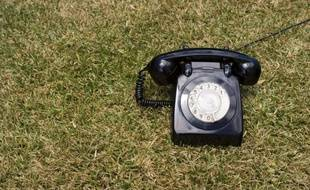 Un téléphone fixe.