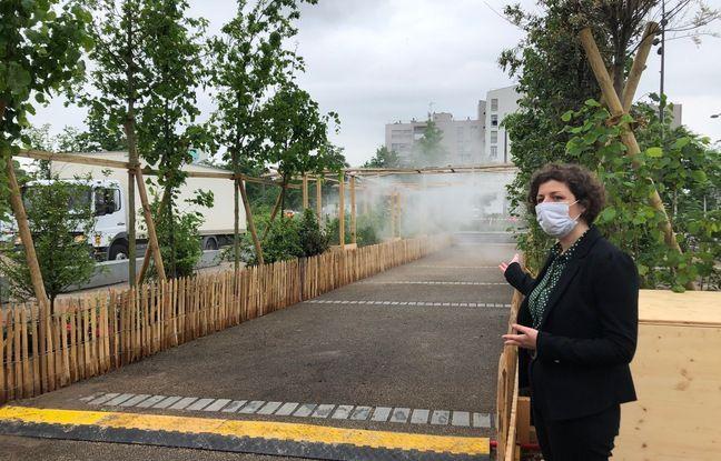La maire de Strasbourg Jeanne Barseghian inaugure l'installation végétale éphémère à Hautepierre. Strasbourg le 8 juin 2021.