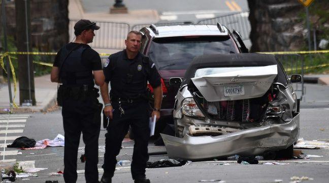Des policiers près du site où une voiture a percuté des manifestants à Charlottesville (Etats-Unis), le 12 août 2017, tuant une personne. – CHINE NOUVELLE/SIPA