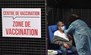 Illustration d'un centre de vaccination à Garlan, dans l'ouest de la France.