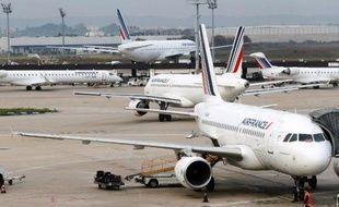 La commissaire européenne chargée du Climat, Connie Hedegaard, a proposé mercredi d'imposer une taxe carbone aux transporteurs aériens pour les parties de vol effectuées au-dessus de l'espace aérien européen, malgré les réticences des compagnies aériennes et des constructeurs, inquiets des conséquences commerciales d'une telle taxe.