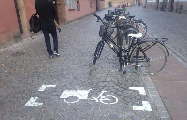 Strasbourg, le 4 septembre 2015 - Emplacement pour un vélo cargo devant l'école maternelle et primaire Saint-Thomas.