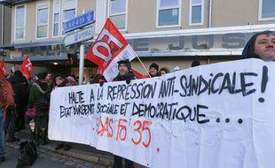 Rassemblement de soutien aux six syndicalistes d'Haguenau devant le Palais de justice. Strasbourg le 17 janvier 2017.