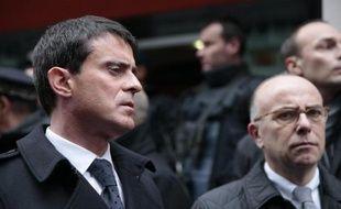Le Premier ministre Manuel Valls et le ministre de l'Intérieur Bernard Cazeneuve le 7 janvier 2015 à la préfecture de police de Paris