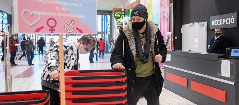 Un supermarché hongrois aide ses clients à trouver l'âme soeur pour la Saint Valentin.