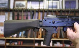 Une crosse modifiée par un «bump stock», un accessoire qui permet de tirer plus vite avec une arme semi-automatique.