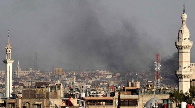 Un panache de fumée s'élève au dessus de Damas, après l'attentat qui a tué quatre hauts responsables syriens, mercredi 18 juillet – AP/SIPA