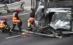 Un accident de la route survenu sur l'autoroute A14, le 25 avril 2016.,