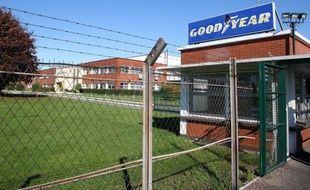 La direction de Goodyear France devrait annoncer la fermeture au plus tard fin 2014 de son usine d'Amiens-Nord (Somme) qui emploie 1.250 salariés, lors d'un comité central d'entreprise (CCE) prévu le 31 janvier, affirme vendredi le journal Le Monde.