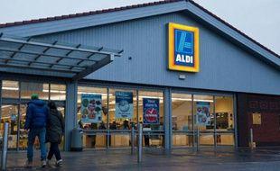 Le discounter allemand Aldi a annoncé vendredi qu'il comptait ouvrir 650 nouveaux magasins aux Etats-Unis dans les cinq prochaines années, soit un investissement de 3 milliards de dollars (2,2 milliards d'euros) sur ce marché où il est présent depuis 1976.