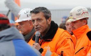 Edouard Martin, l'emblématique syndicaliste de Florange (Moselle) candidat du PS aux élections européennes de 2014 dans le Grand Est, a remis son mandat de représentant CFDT du comité d'entreprise européen d'ArcelorMittal, indique mercredi la fédération CFDT de la métallurgie.