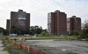 Un tribunal fédéral américain a commencé à étudier mercredi la demande de la ville de Detroit, ancien fleuron de l'industrie automobile, de se placer sous la protection de la loi sur les faillites.