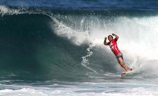 Le surfer français Jérémy Flores, vainqueur à Hawaï de la dernière manche de la Coupe du monde le 16 décembre 2010.