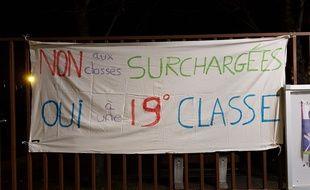 Des parents d'éélèves et des professeurs vont occuper des établissements scolaires de nuit à Nanterre, notamment l'école Voltaire, pour demander plus de moyens.