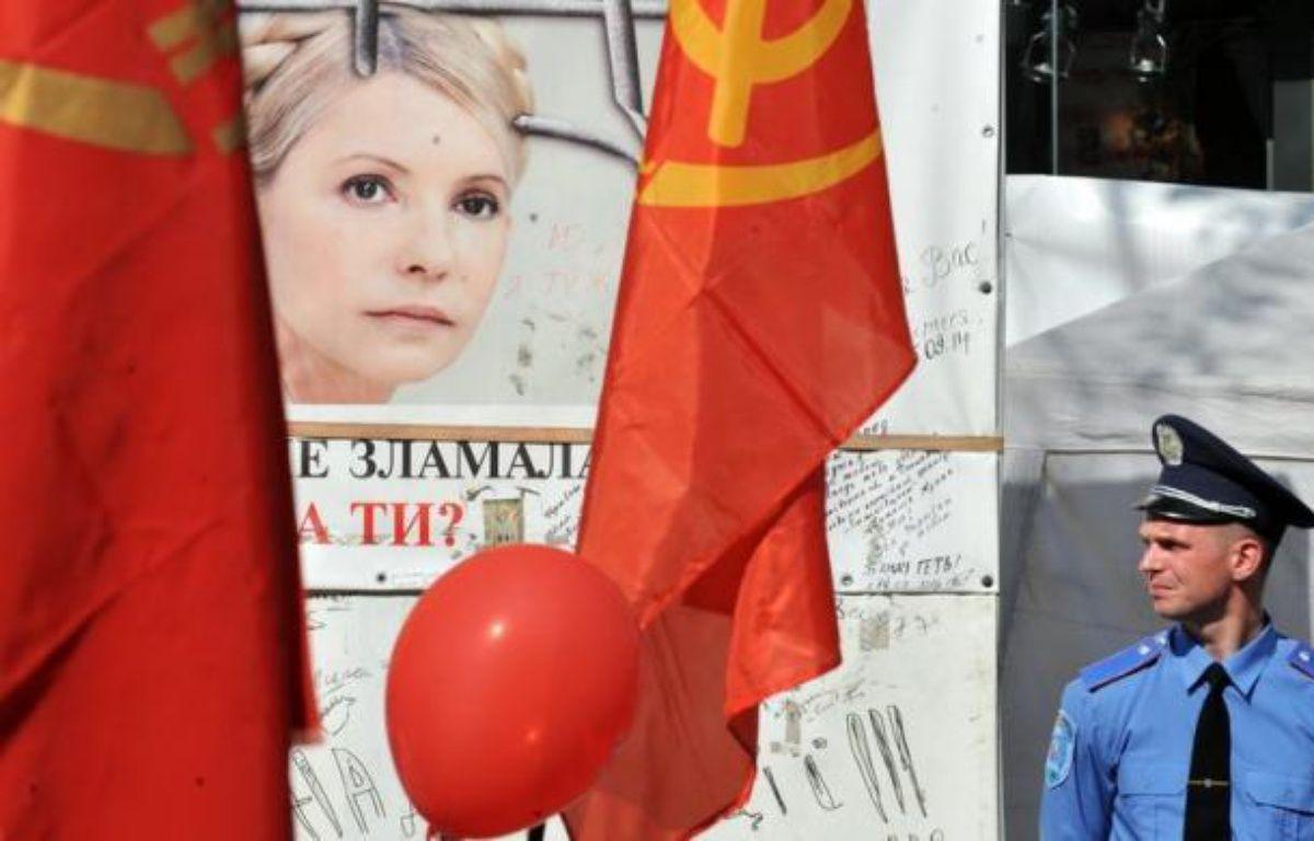 La Cour de cassation ukrainienne a reporté jeudi pour la troisième fois, au 16 août, l'examen du pourvoi de l'ex-Premier ministre Ioulia Timochenko contre sa condamnation à sept ans de prison pour abus de pouvoir, affaire qui fait l'objet de vives critiques internationales. – Sergei Supinsky afp.com