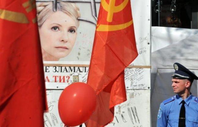 La Cour de cassation ukrainienne a reporté jeudi pour la troisième fois, au 16 août, l'examen du pourvoi de l'ex-Premier ministre Ioulia Timochenko contre sa condamnation à sept ans de prison pour abus de pouvoir, affaire qui fait l'objet de vives critiques internationales.