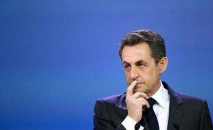 """Adulé par les sympathisants UMP, Nicolas Sarkozy est un des grands gagnants de la crise politique à l'UMP et le fait qu'il n'ait pas été mis en examen jeudi dans l'affaire Bettencourt mais placé sous statut de """"témoin assisté"""" ne lui barre pas la route d'un retour au centre du jeu, même si son éventuelle implication dans d'autres dossiers constitue encore un écueil."""