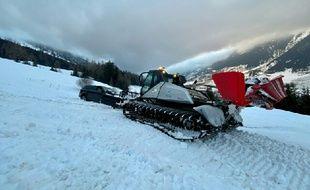 Les gendarmes de Savoie ont dû sortir une voiture qui s'est retrouvée coincée sur une piste de ski à Val Cenis.