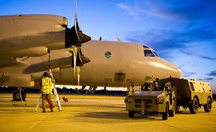 Maintenance d'un des appareils utilisés pour les recherches par l'Australie, le 18 mars 2014.