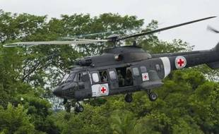 Une mission humanitaire a décollé lundi dans la matinée en Colombie pour aller récupérer dans la jungle une partie des derniers policiers et militaires encore séquestrés par les Farc, les plus anciens otages de la guérilla marxiste.