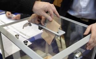Un électeur vote (illustration).
