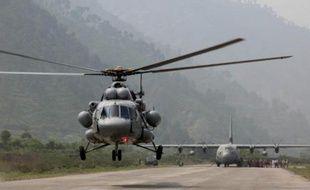 Huit personnes sont mortes mardi en Inde dans l'accident d'un hélicoptère de secours déployé pour venir en aide aux victimes des inondations dans l'Himalaya, a annoncé l'armée de l'air.