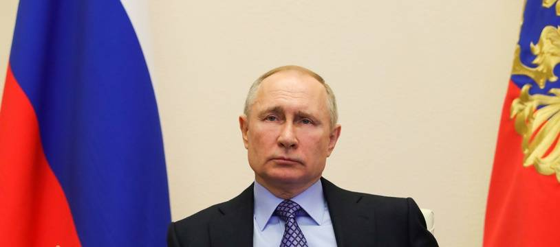 Vladimir Poutine lors d'une réunion en téléconférence à Moscou, le 30 mars 2020.