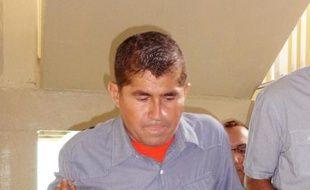 Le naufragé du Pacifique, José Salvador Alvarenga, a été mis au repos vendredi après avoir été de nouveau hospitalisé dans la nuit et ne devrait pas quitter les îles Marshall avant lundi.